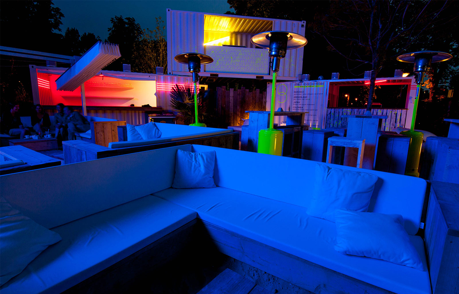 At night the fluorescent paint takes over and the place transforms to a party zone with vibrant colours.